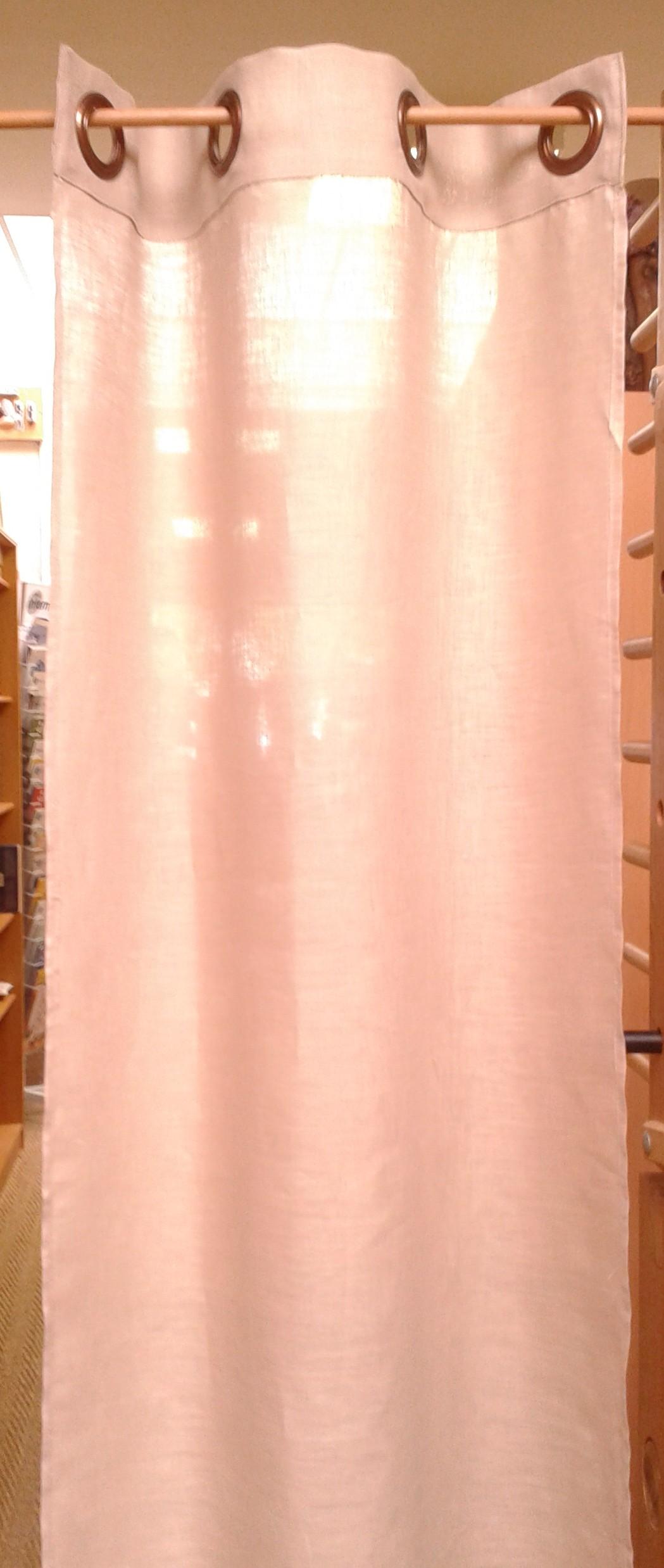 rideau en lin monté avec des oeillets